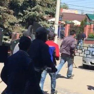 Очевидці виклали відео бійки на кладовищі (ВІДЕО)