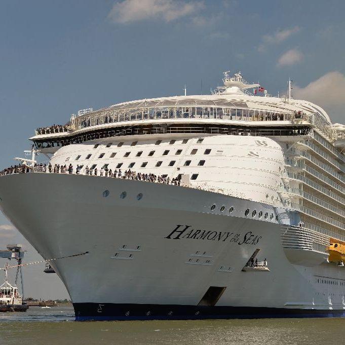 Найбільший у світі круїзний корабель вирушив у свою першу подорож