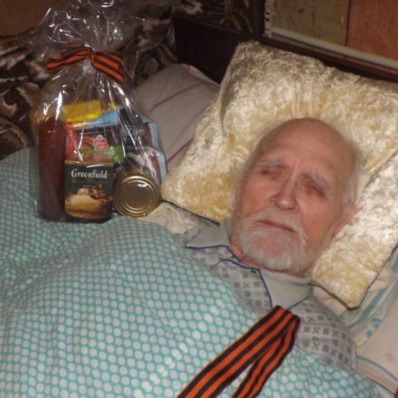 9 травня бойовики піарилися на паралізованих ветеранах (ФОТО)