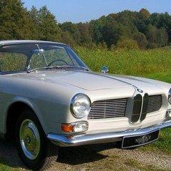 У Львові працівник автомийки розбив раритетний BMW клієнта