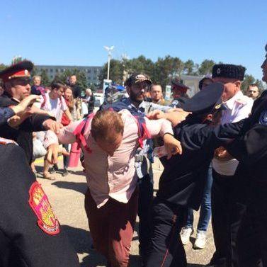 В аеропорту Анапи козаки напали на опозиціонера Навального