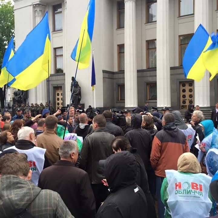 Мер Ірпеня і депутати Коцюбинського зігнали людей під ВР для захисту власних інтересів