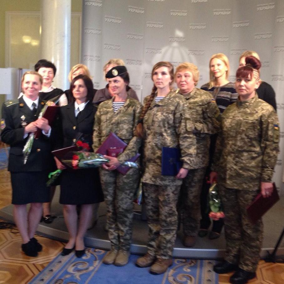 «Мами на передовій та в тилу»: у Раді нагородили жінок-військовослужбовців і відкрили фотовиставку (ФОТО)