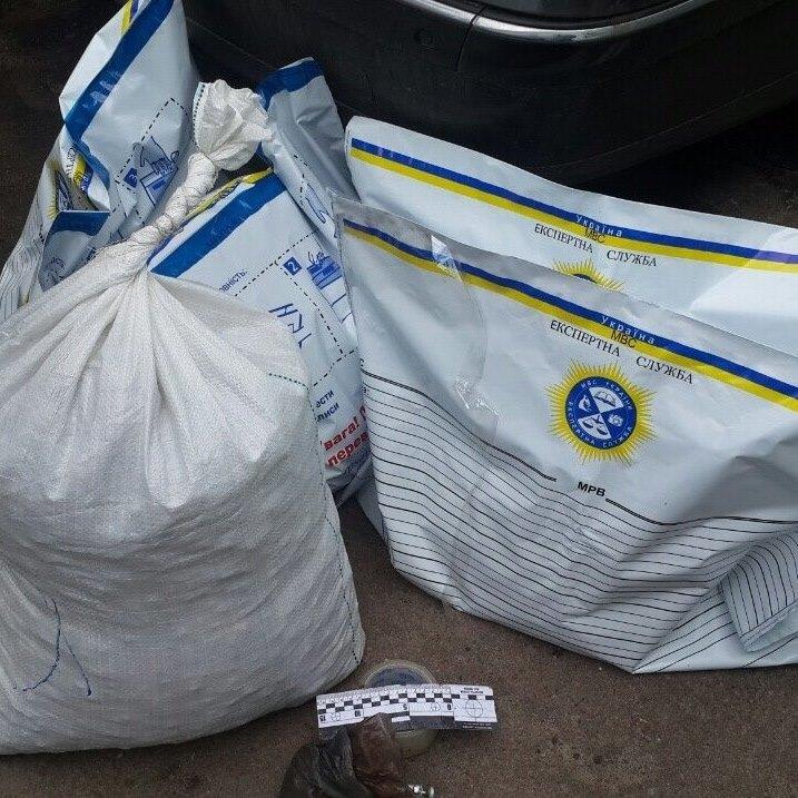 У Житомирський області правоохоронці вилучили бурштин на 4 мільйони гривень