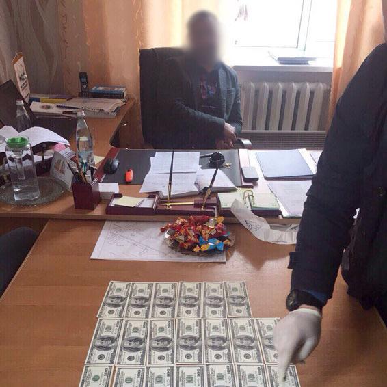 На Кіровоградщині мер одного міста попався на хабарі
