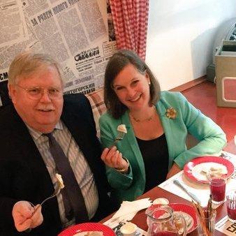 Нуланд після переговорів у Москві скуштувала пельменів (ФОТО)
