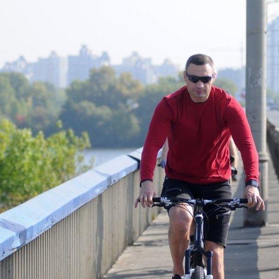 Кличко на велосипеді перевірив стан київських пляжів