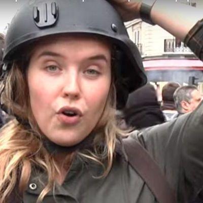 Розплата за брехню: російську журналістку вдарили під час прямого ефіру (відео)