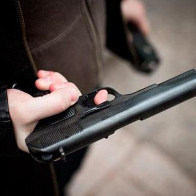 В Ужгороді депутат поранив з травматичного пістолета помічника іншого депутата