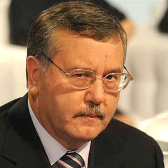 Екс-міністр оборони Гриценко розпродав військової зброї на майже 3 млрд доларів