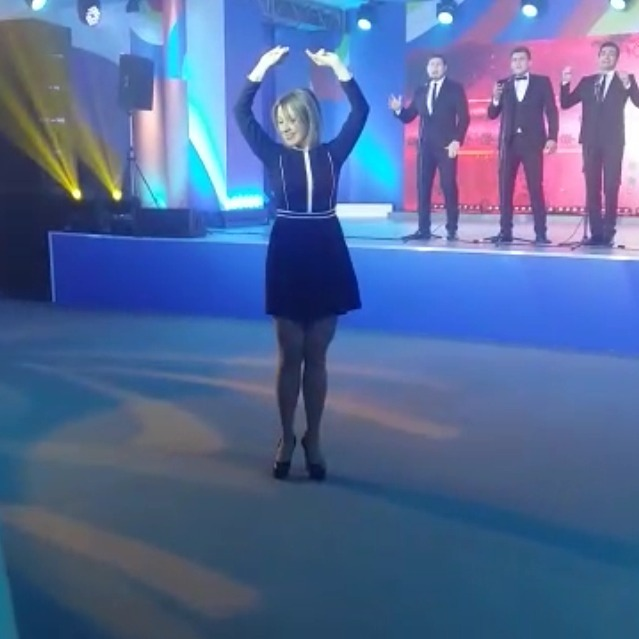 Захарова станцювала «калинку» перед учасниками саміту (відео)