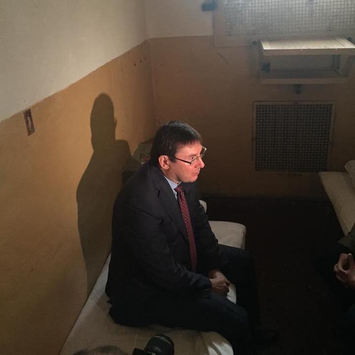Луценко відвідав свою камеру в Лук'янівському СІЗО (ФОТО)