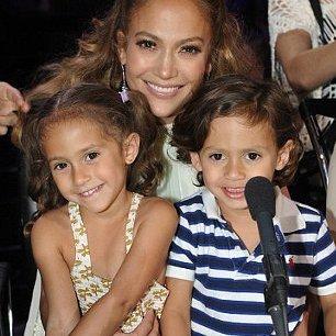 Дженіфер Лопес вирішила всиновити дитину