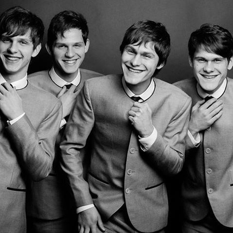 Прем'єр прорекламував черкаський гурт, який називають «українськими Бітлз» (відео)