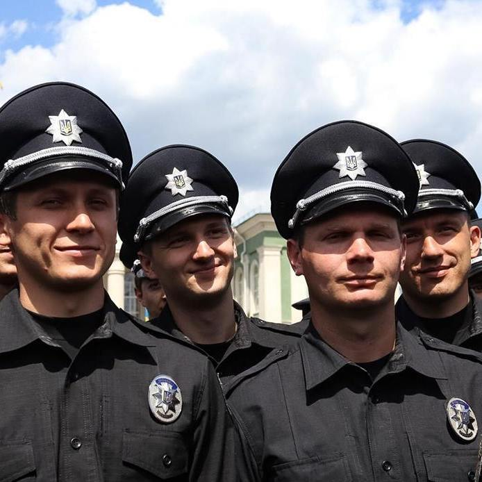 Патрульна поліція запрацювала у звільнених від бойовиків містах Луганщини (фото)