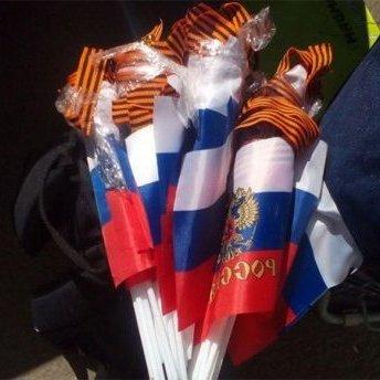 Українці везли на окуповану територію російські прапори