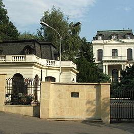Посольство Росії у Чехії переплутало хрести з зірками