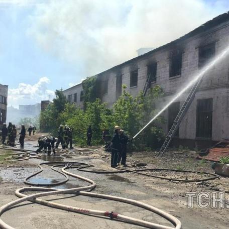 У Києві на Рибальському острові сталася пожежа (ФОТО)
