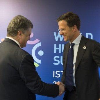 Порошенко узгодив дії щодо розслідування катастрофи МН17 із Нідерландами