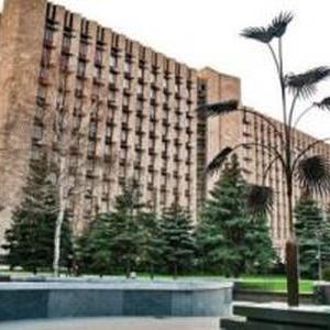 У центрі окупованої шахтарської столиці підприємці провели мітинг та поспілкувалися з одіозним «Ташкентом»