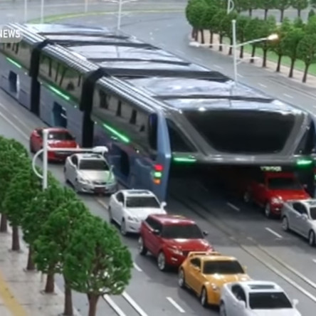 У Китаї розробили унікальний автобус, що їде над машинами (ВІДЕО)