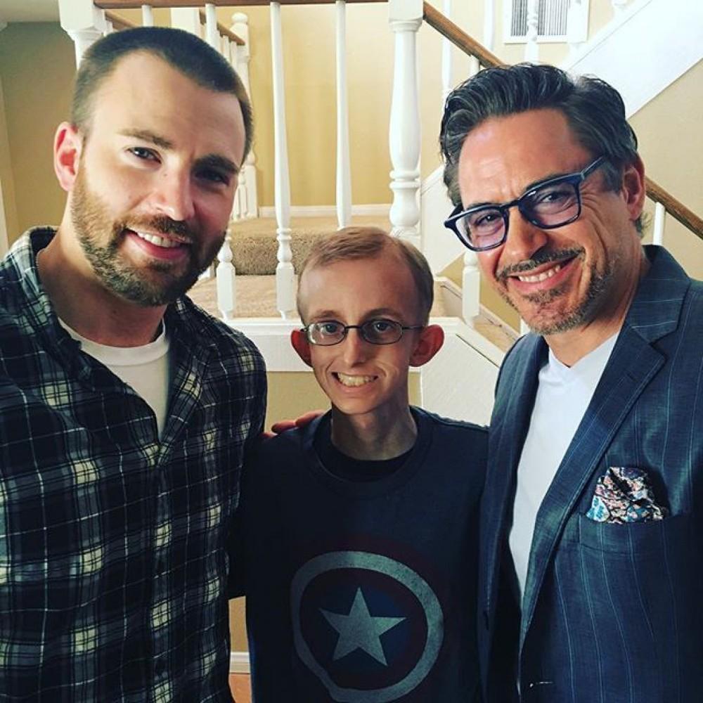 Голлівудські «месники» зустрілися з онкохворим хлопчиком