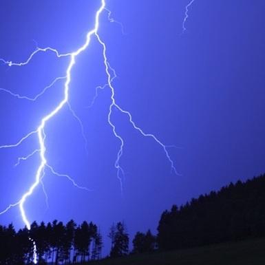 Фізики підгледіли, як народжуються блискавки (ВІДЕО)