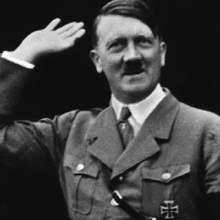 Песіонер знайшов на дачі «таємний склад зброї Гітлера»