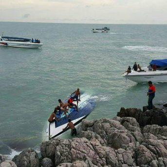 У Таїланді рятувальники шукають туристів, які зникли після аварії човна біля острова Самуї