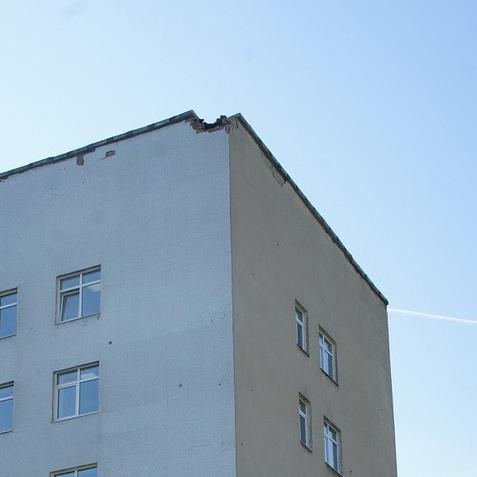 Блискавка обрушила частину будівлі лікарні в Єкатеринбурзі