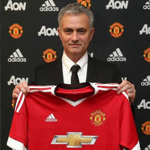Моуріньо став головним тренером «Манчестера»