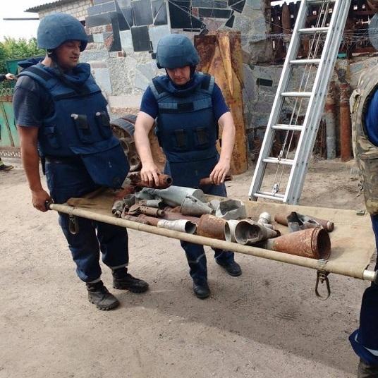 У господарстві все знадобиться: у Мелітополі знешкодили паркан із боєприпасів