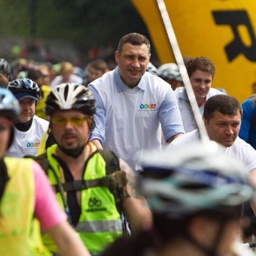 Кличко проїхався Києвом разом із велопарадом