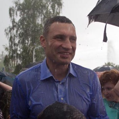 Кличко під дощем відкрив фонтан на Русанівці (ФОТО)