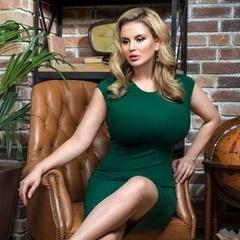 Анна Семенович здивувала своєю талією