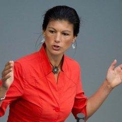 У Німеччині в політика кинули тортом за заклики зняти санкції з РФ (відео)