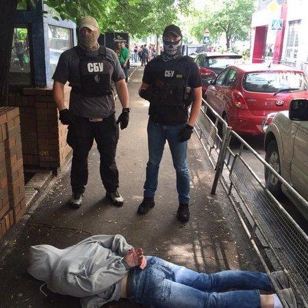 У Києві спіймали на хабарі інспектора фіскальної служби