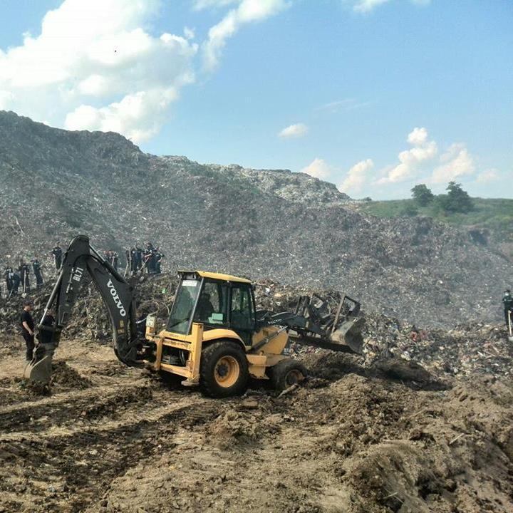 Масштаби зсуву на сміттєзвалищі під Львовом відзняли з безпілотника (відео)