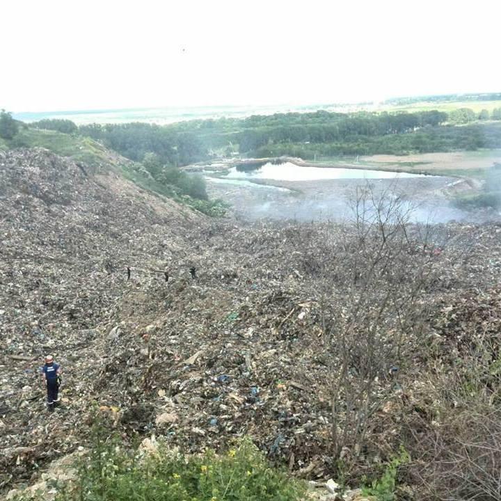 Пошукові роботи на сміттєзвалищі під Львовом призупинені до ранку через загрозу нового зсуву