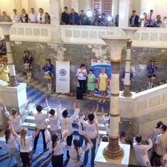 Поки депутати чубились через Горішні Плавні, у Раді танцювали діти (ФОТО)