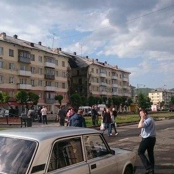 З'явилося відео обвалення під'їзду в будинку в Междуреченську (відео)