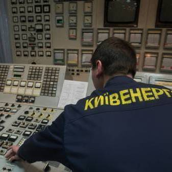 Частина Києва залишилася без води і світла через пожежу на ТЕЦ