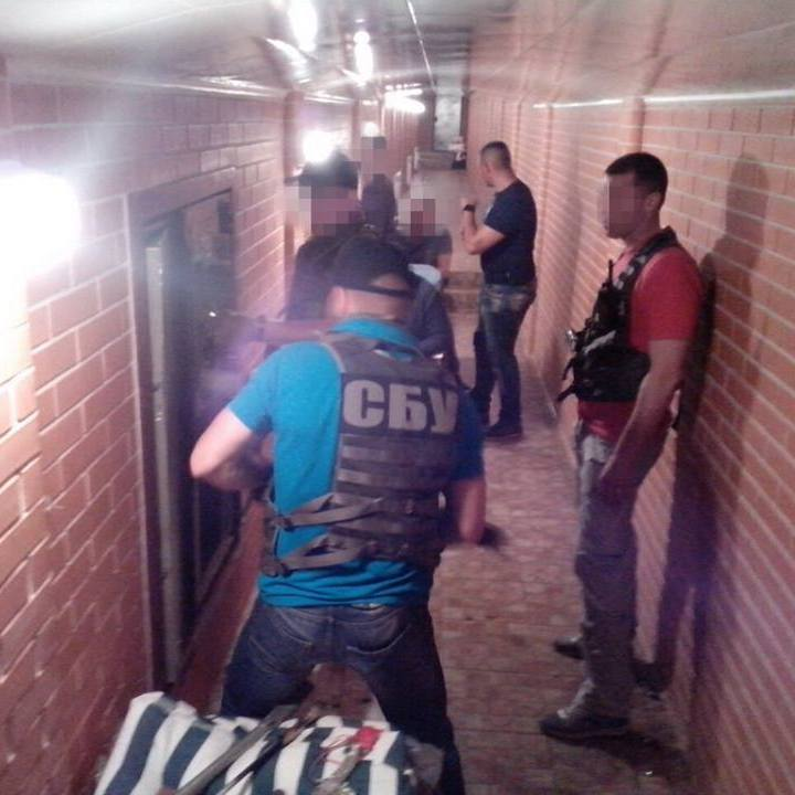Вдома у затриманого за хабарництво заступника Миколаївської ОДА знайшли скарби (фото)