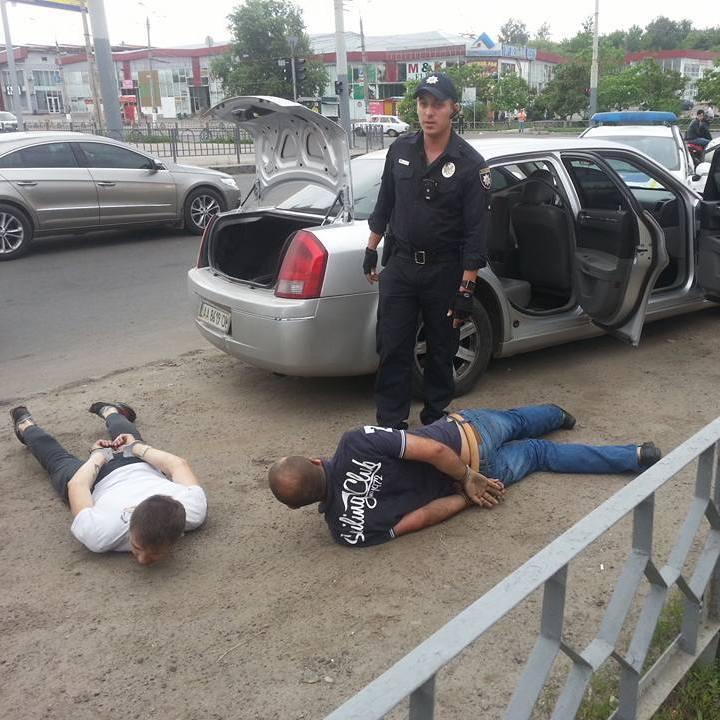 У Харкові з погонею затримали викрадачів дівчини (фото)