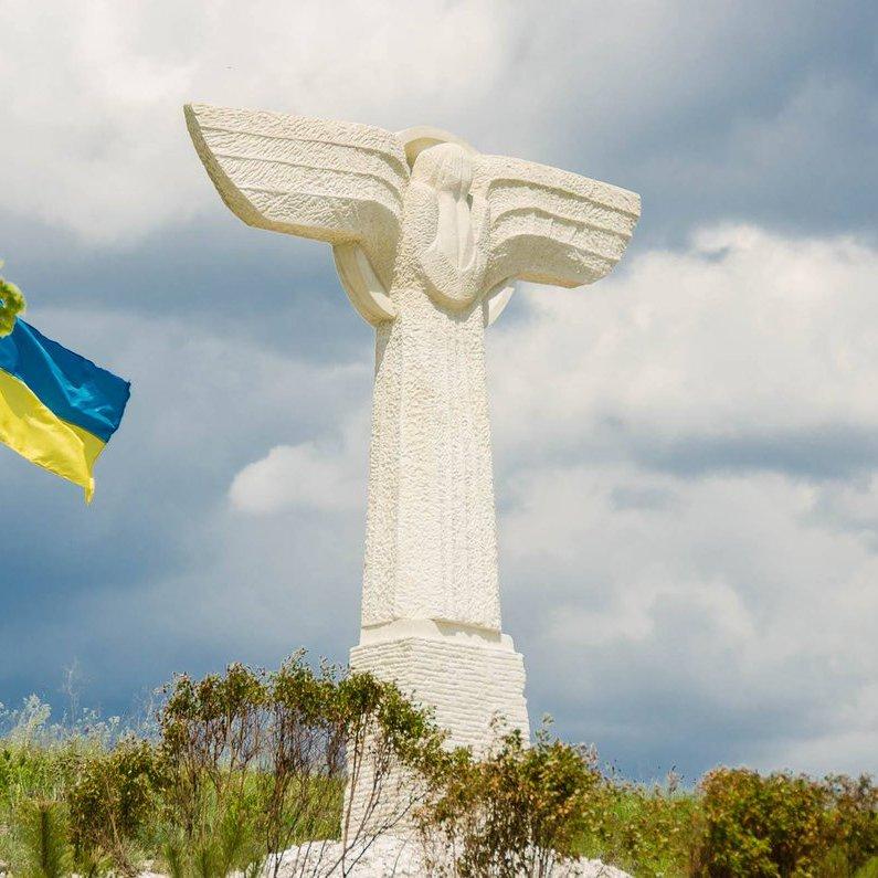 Під Слов'янськом встановили меморіал загиблим в АТО льотчикам