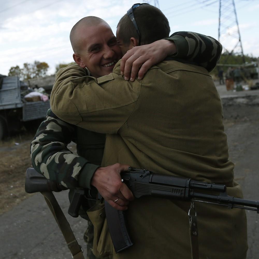 З полону бойовиків звільнили двох українців