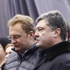Президент попросив мера Львова не політизувати прибирання сміття