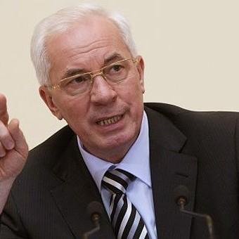 Азаров просить Меркель ввести санкції проти українських політиків