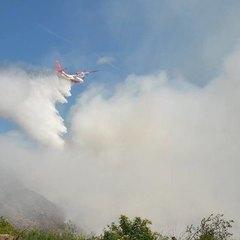 З'явилося відео гасіння літаками пожежі на Грибовицькому сміттєзвалищі