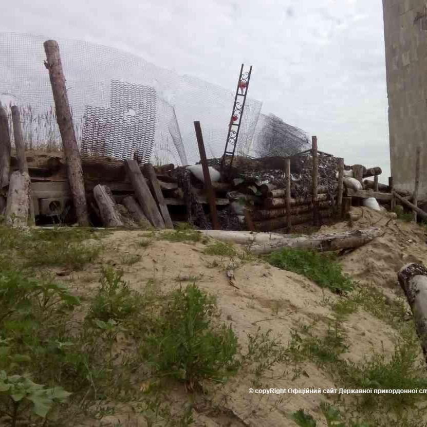 Чоловіки, які рухались у черзі на вхід у КПВВ «Станиця Луганська», розпочали стрілянину у бік військових